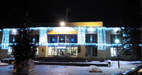 Павловск, здание администрации, елка на площади